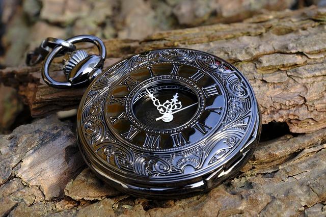 過去を表す懐中時計